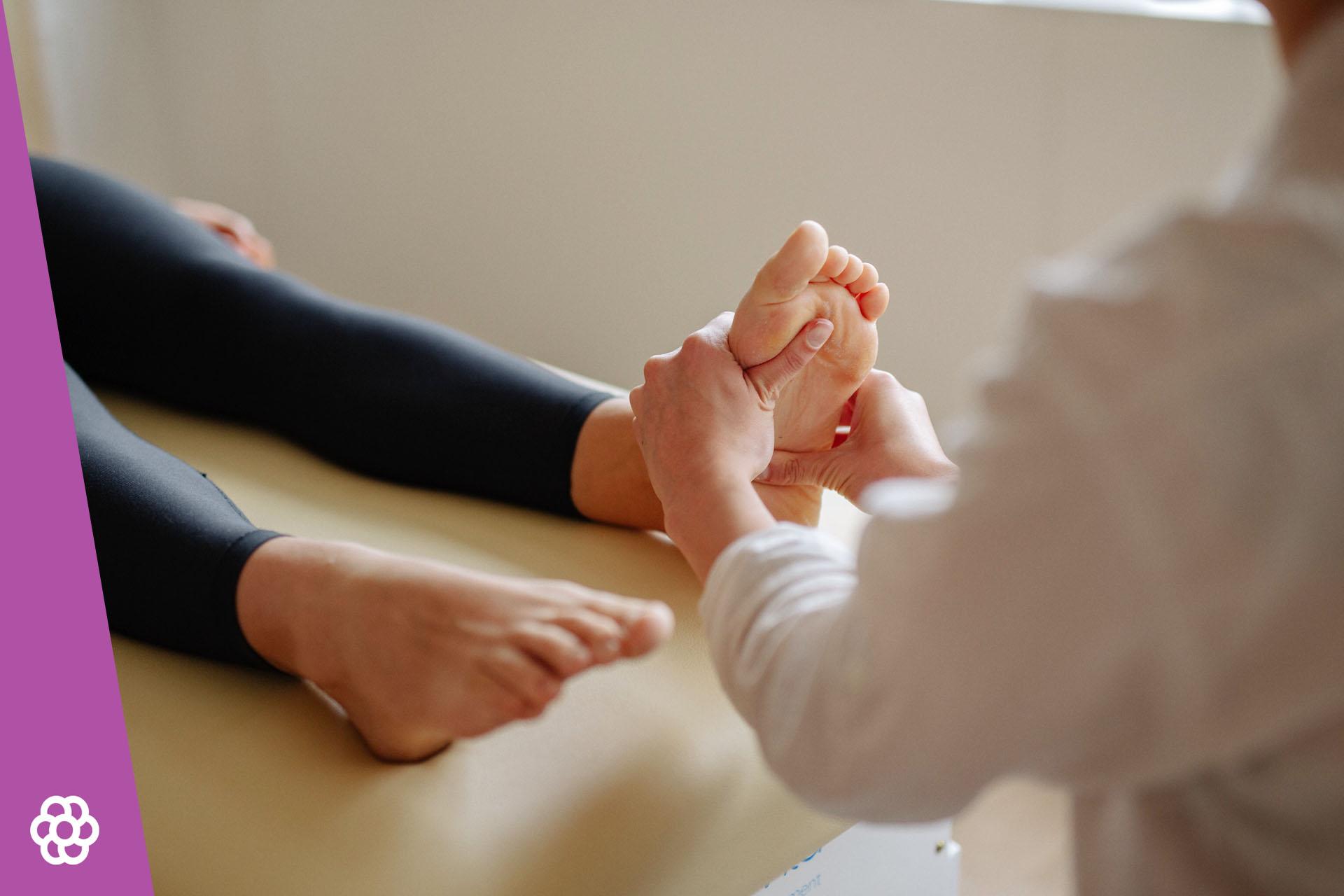 Jak pozbyć się odcisku na stopie?