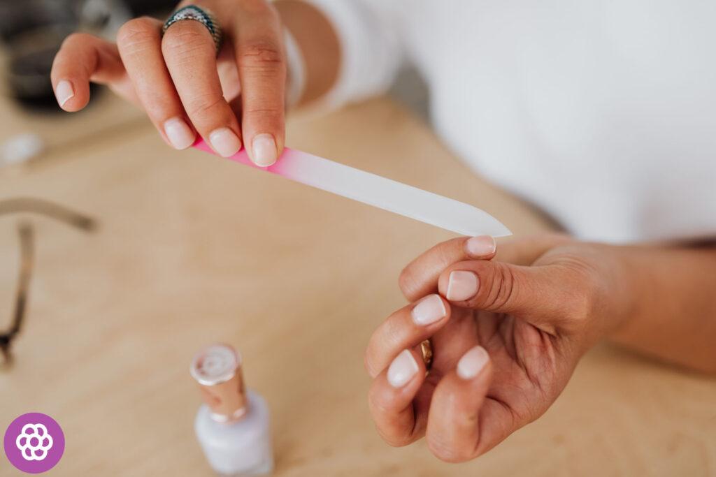 manicure hybrydowy usuwanie w domu
