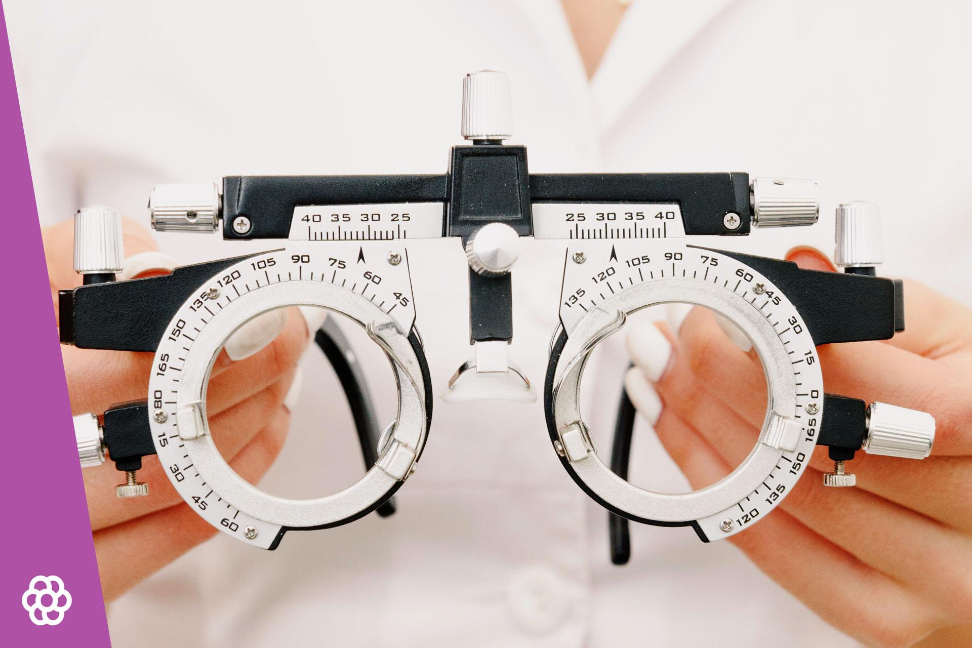 Na czym polega dalekowzroczność? – przyczyny i objawy