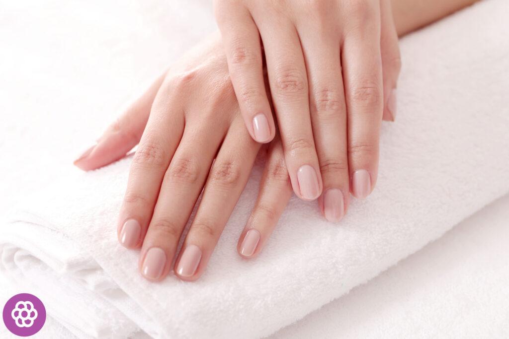 Jak odbudować paznokcie po hybrydzie?