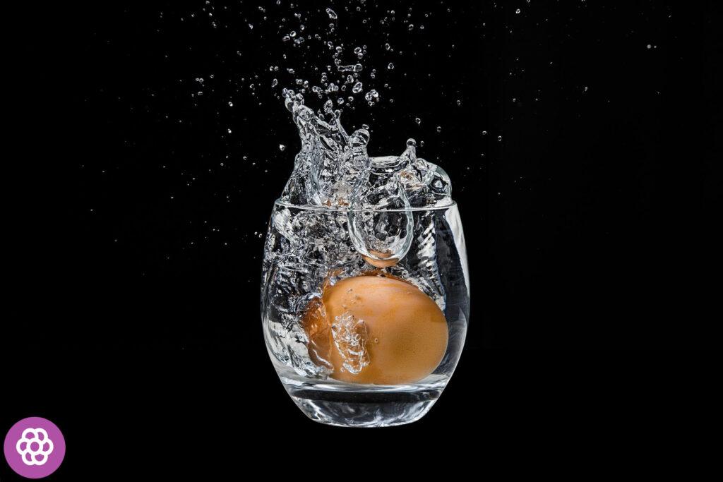 Jak sprawdzić świeżość jajek w wodzie?