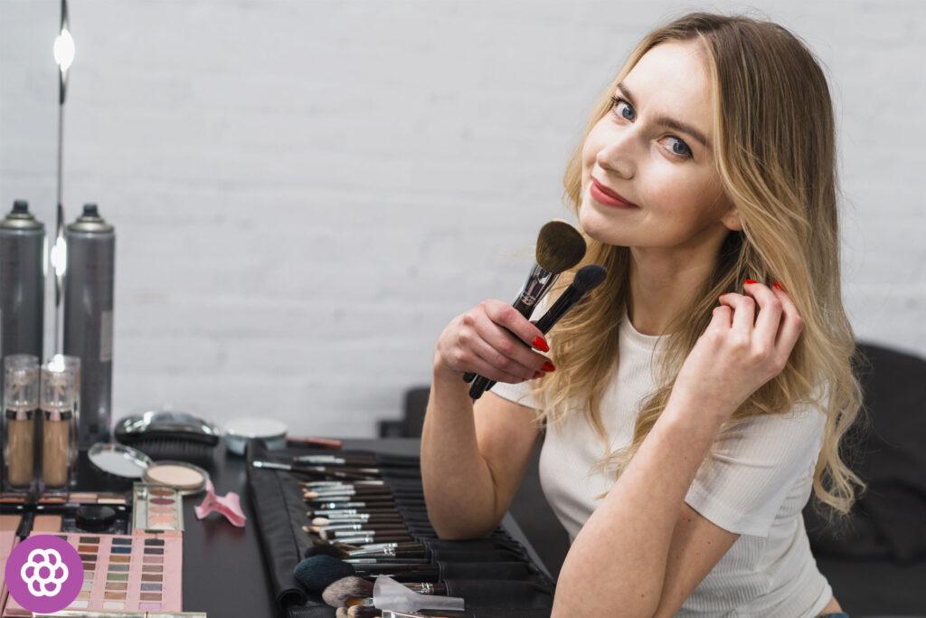 Jaki makijaż dla blondynek o niebieskich oczach?
