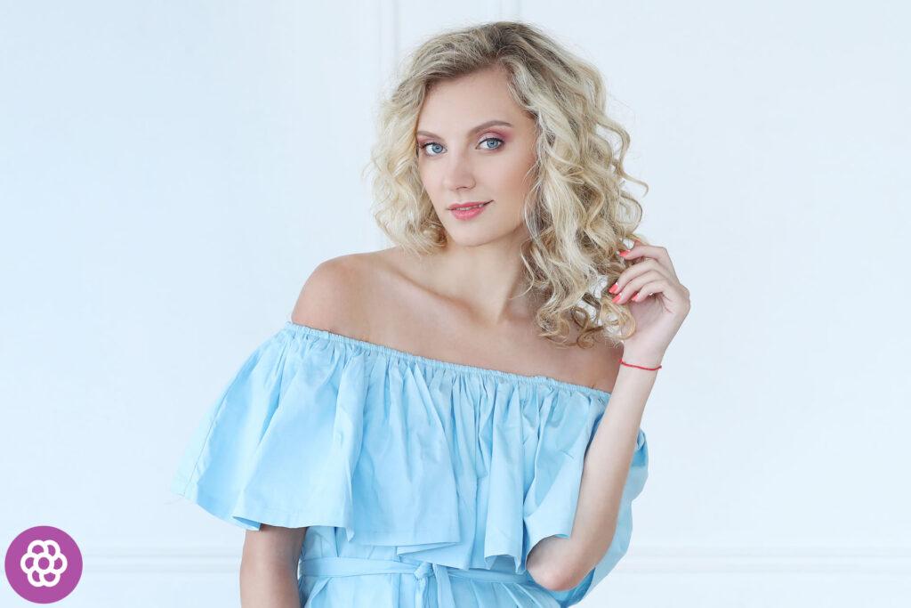 Makijaż dzienny dla blondynek o niebieskich oczach