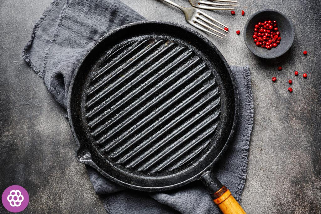 Czy w zmywarce można myć patelnie żeliwne?