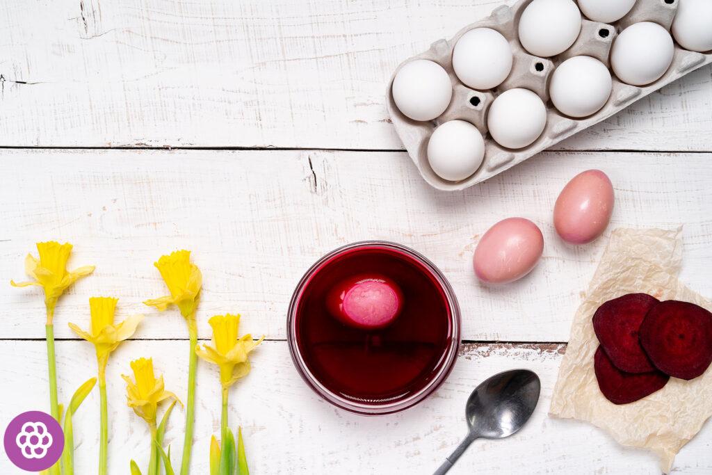 Naturalne farbowanie jajek burakiem