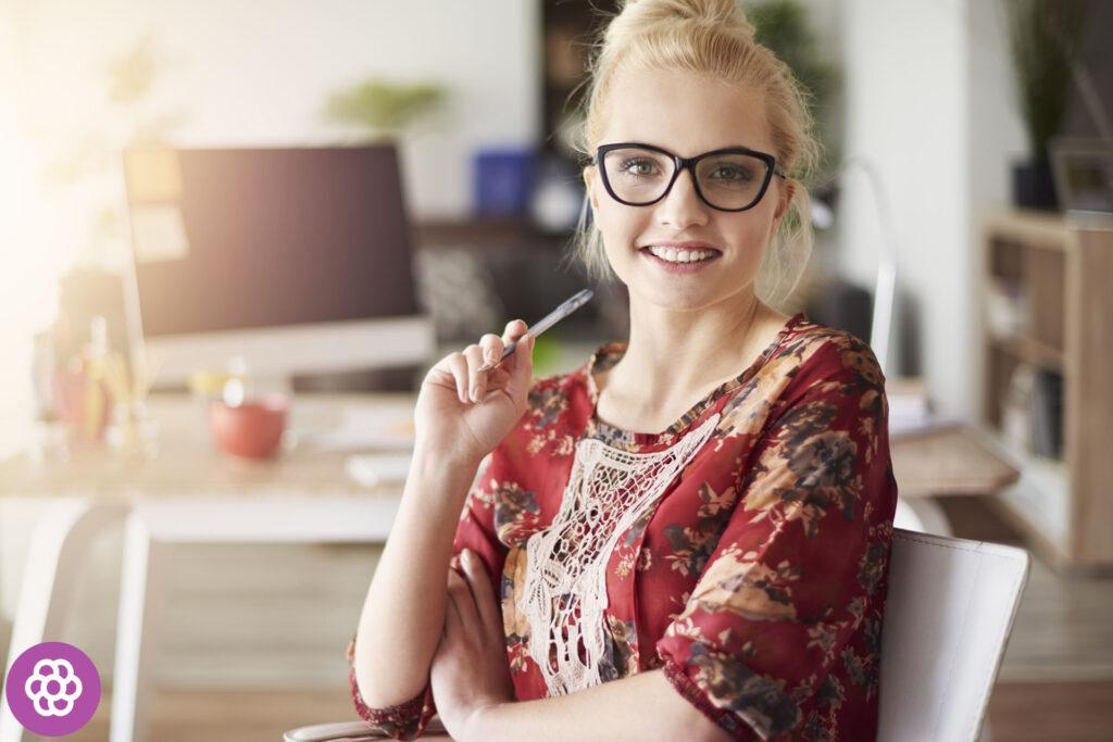 Jakie okulary dla blondynek?