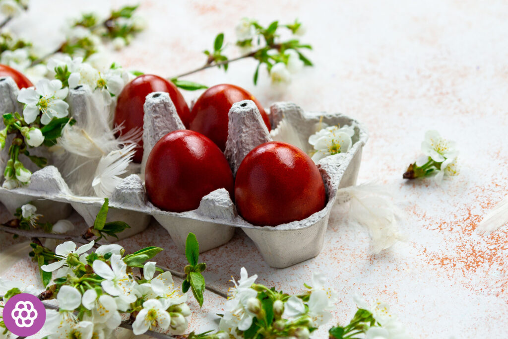 Naturalne sposoby barwienia jajek