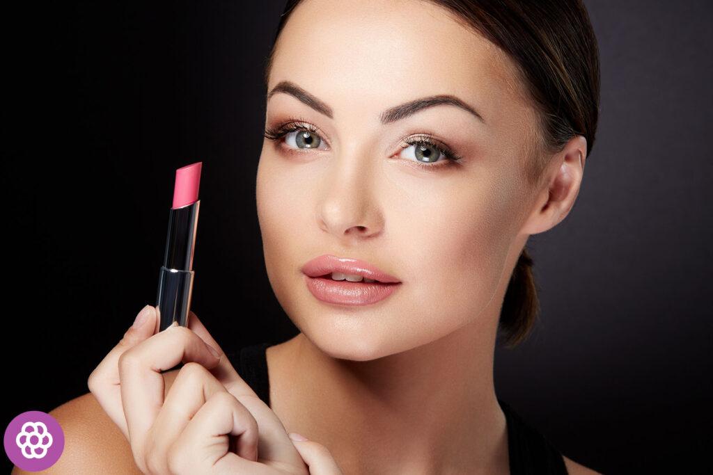 Jaki kolor szminki pasuje do brunetek?