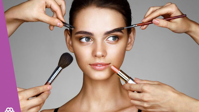 Makijaż dla brunetek – jaki róż i cienie?