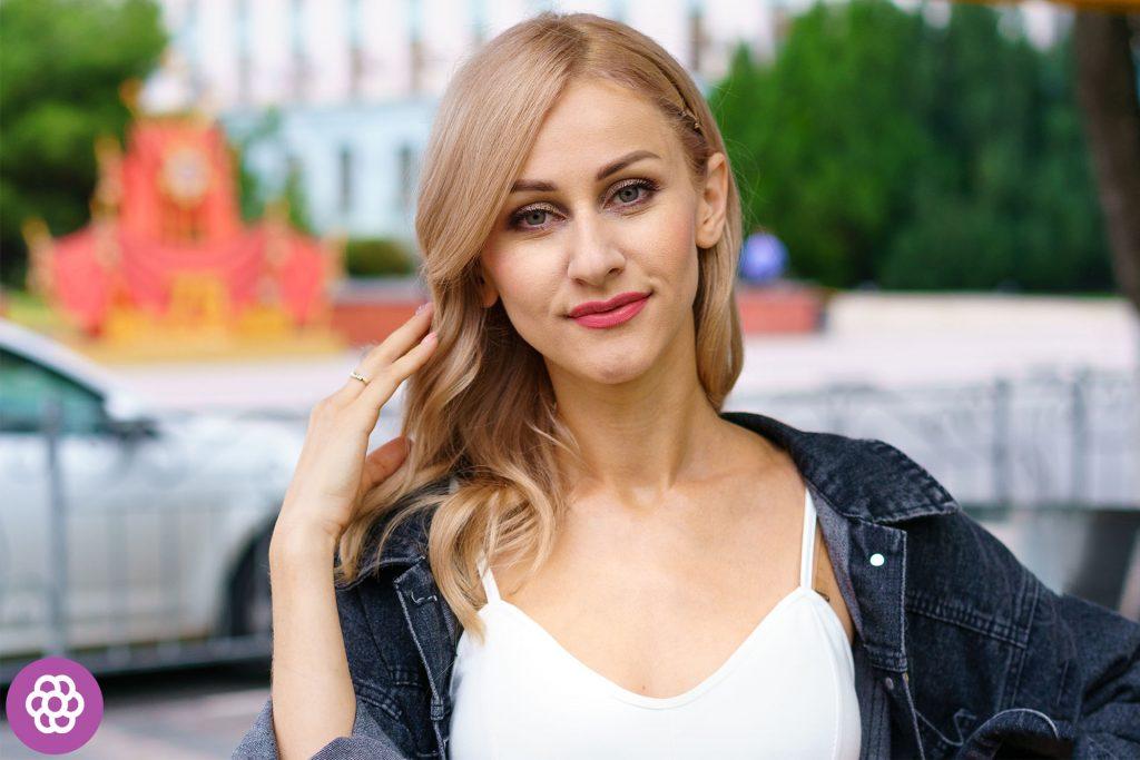 kolory dla blondynek o brązowych oczach