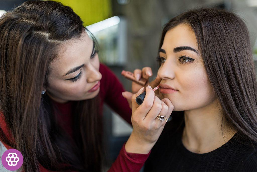 makijaż dla brunetek o brązowych oczach krok po kroku
