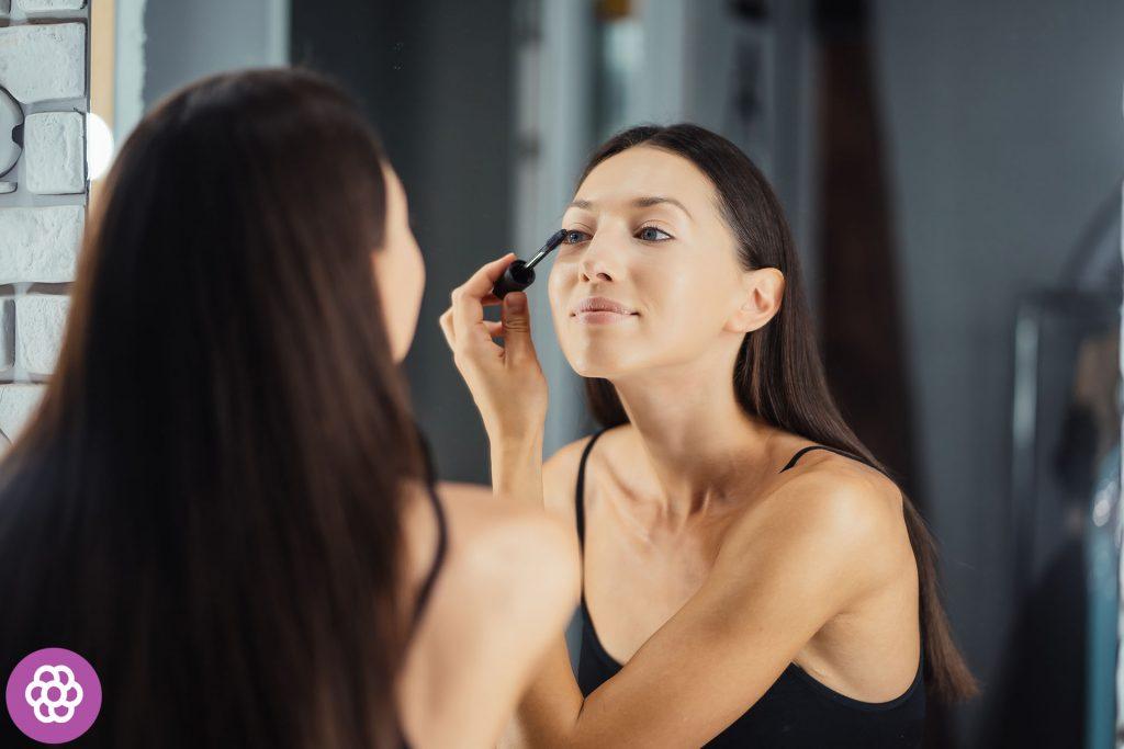 Makijaż dzienny dla brunetek o niebieskich oczach