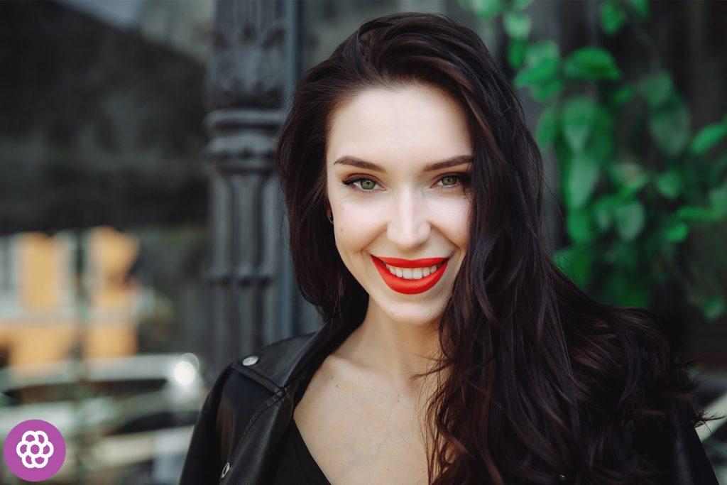 makijaż wieczorowy dla brunetek o zielonych oczach