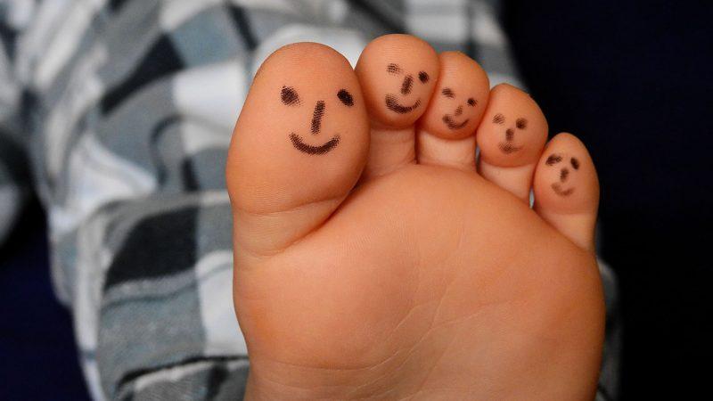 Jak dbać o stopy? Zasady pielęgnacji