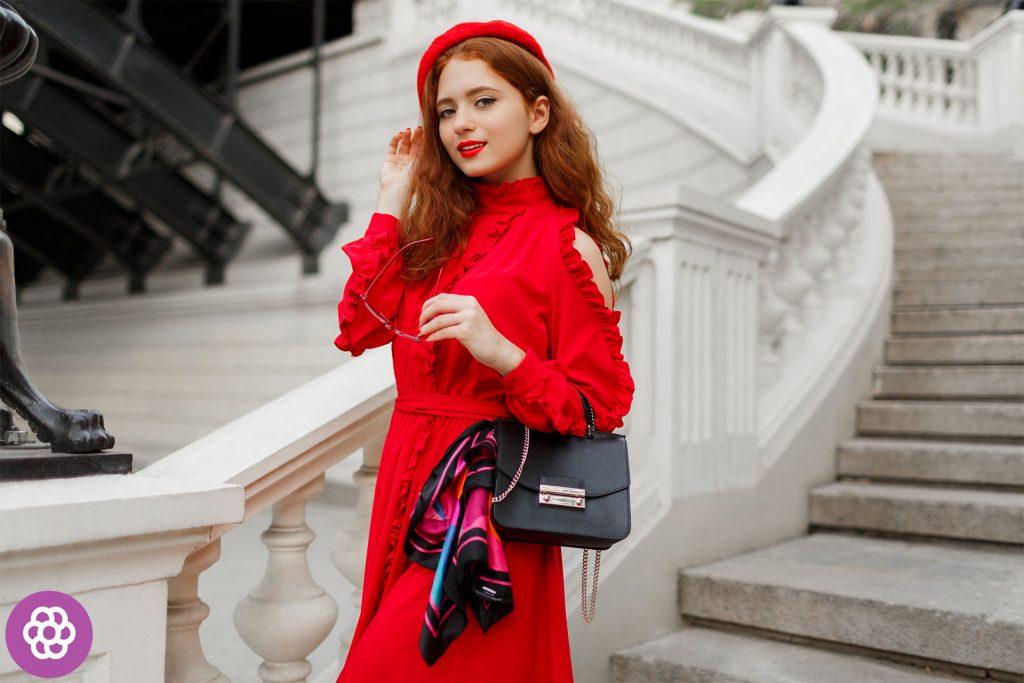 jaki kolor sukienki do rudych włosów