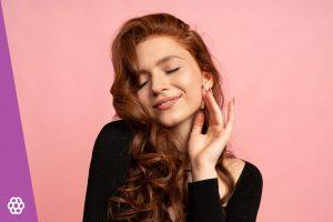 Jaki makijaż pasuje do rudych włosów