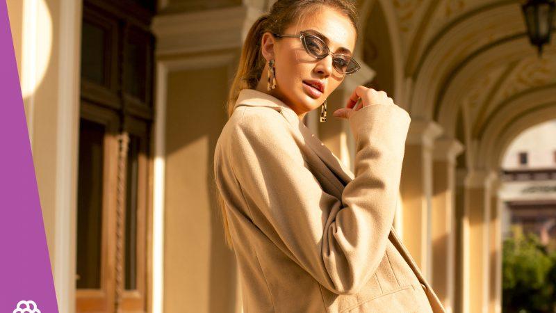 Jaki wybrać płaszcz dla niskiej osoby?